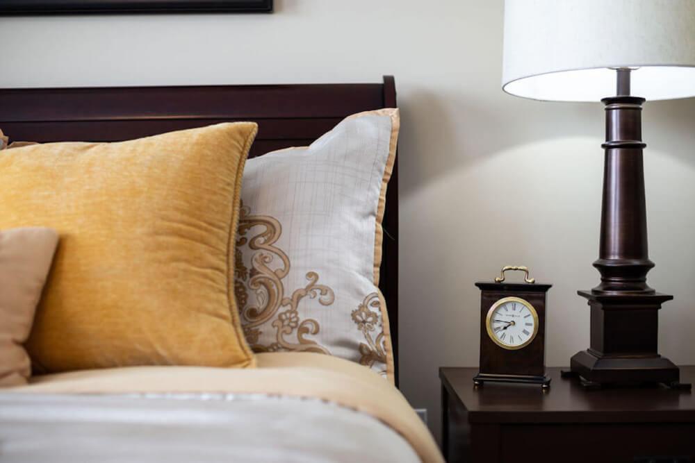 AL Cedar Suite 1B 436 Sq. Ft. Bed Pillows